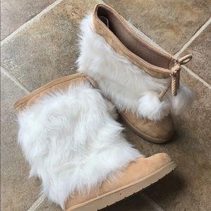 Gap furry tan boots size 1